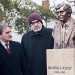 Felavatták Antall József szobrát Szlovákiában